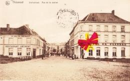 THOUROUT - Statiestraat. - Rue De La Station (avec Restaurant Au Duc De Brabant à Gauche Et Hôtel De Flandre à Droite - Torhout