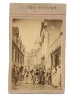 PHOTO RUE ANIMEE DE LA FERTE BERNARD 1889 - - Antiche (ante 1900)
