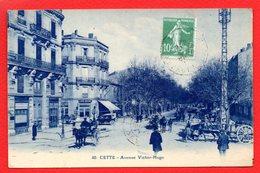 34. Sète ( Cette). Avenue Victor Hugo. Calèches, Voirure, Chariots. Café Riche. 1926 - Sete (Cette)