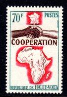 UPPER VOLTA - 1964 COOPERATION 70F STAMP FINE MNH ** SG 151 - Upper Volta (1958-1984)
