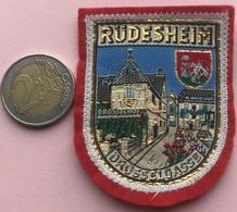 (1) Blazoenen - Emblemen - Textiel - Rüdesheim - Drosselgasse - Blazoenen (textiel)