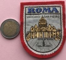 (2) Blazoenen - Emblemen - Textiel - Roma - Vaticano San Pietro - Blazoenen (textiel)