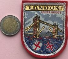 (11) Blazoenen - Emblemen - Textiel - London - Tower Bridge - Blazoenen (textiel)