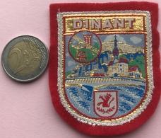 (12) Blazoenen - Emblemen - Textiel - Dinant - Blazoenen (textiel)