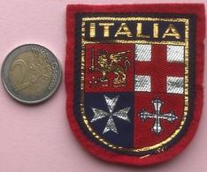 (16) Blazoenen - Emblemen - Textiel - Italia - Blazoenen (textiel)