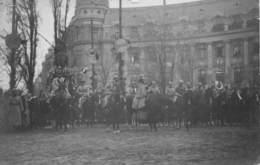 20-580 : BUCAREST 1918.  CARTE PHOTO DEFILE MILITAIRE - Roumanie
