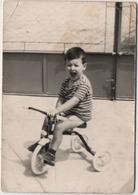 Fotografia Cm. 7,4 X 10,6 Con Bambino Su Triciclo - Persone Anonimi