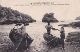 ILE DE GROIX      PORT SY NICOLAS.   MARINS GRESILLONS ATTENDANT LA MAREE - Groix