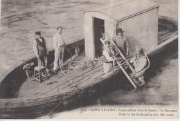 CPA Saint-Nazaire - Scaphandrier Dans Le Bassin - La Descente (légende Bilingue) Très Belle Scène - Saint Nazaire