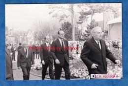Photo De 1991 - DEAUVILLE - Enterrement De Michel D'ORNANO - 12 Mars - Alain JUPPé & Jacques CHIRAC - Autre à Identifier - Places