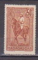 MADAGASCAR       N°  YVERT  :    184  NEUF AVEC  CHARNIERES      (  CH  02/15 ) - Nuevos