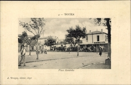 Gaufré Passepartout Cp Bouira Algerien, Place Gambetta, Café Du Commerce - Algiers