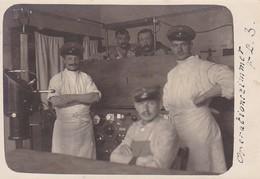 AK Foto Operationszimmer Feld Lazarett 3 - Röntgengerät (?) - Deutsche Soldaten - 1916 (46605) - War 1914-18