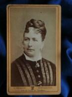 Photo CDV V. Froment à Tournai - Portrait Femme, Coiffure Tresse En Couronne, Circa 1875 L483A - Anciennes (Av. 1900)