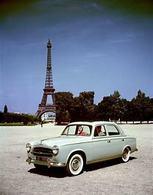 Peugeot 403 At Eiffel Tower   -  Carte Postale Modern - Passenger Cars