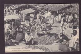 CPA Madagascar Afrique Noire Non Circulé Vers à Soie Marché Market - Madagascar