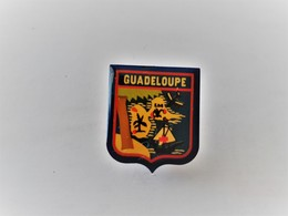 PINS GUADELOUPE  / 33NAT - Cities