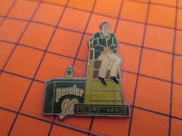 2519 Pin's Pins / Beau Et Rare / Thème TENNIS / ROLAND GARROS ARBITRE DE TOUCHE PERRIER - Tennis