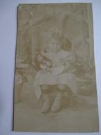 CDV  Fillette Avec Sa Poupée - Dos Muet - ETAT ( Voir Photo) - Anciennes (Av. 1900)