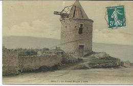 Goult Un Ancien Moulin à Vent - Francia