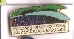 FF228 Pin's Village VEUVEY SUR GUCHE COTE D OR Au Cœur De La Vallée Achat Immédiat - Villes
