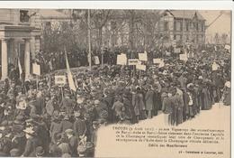 TROYES  Manifestation Des Vignerons - Défilé Des Manifestants - Troyes