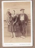 PHOTO 85 - LES SABLES D'OLONNE - Aux Sables D'Olonne - TB PLAN COUPLE + ENFNAT En Costume Photographie COLLIN - Sables D'Olonne