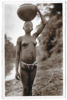 Congo)  OUBANGUI - Porteuse D' Eau  (  Jeune Femme Seins Nus  ) - Congo - Kinshasa (ex Zaire)