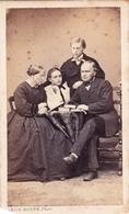 Photographie Ancienne Vers 1860. CDV Portrait D Une Famille . Photographe Léon RUPPE Vire - Photos