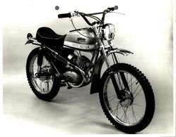 "Fantic Motor Caballero +-23cm X 17cm "" Perforada "" Moto MOTOCROSS MOTORCYCLE Douglas J Jackson Archive Of Motorcycles - Andere"