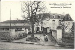 D37 - HUISMES PRES CHINON - LE BUREAU DE POSTE (ANCIEN CHÂTEAU DE BRETHAUDIERE) - Femme Avec Un Vélo - Other Municipalities