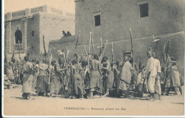 A P 740 -  C P A   AFRIQUE-   SOUDAN-  TOMBOUCTOU  - MOUSSOS PILANT LE BLE - Sudan