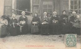 63 Saint Anthème   Groupe De Dentellières Tbe - Autres Communes