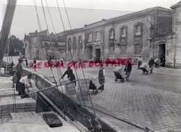 16- COGNAC - DECHARGEMENT COGNAC QUAI DENIS PAPIN -  RARE PHOTO ORIGINALE SUR PAPIER ARGENTIQUE - Professions