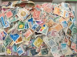 LOT N° E 86 Pays De L'est Un Vrac De Plus De 2000 Timbres - Stamps