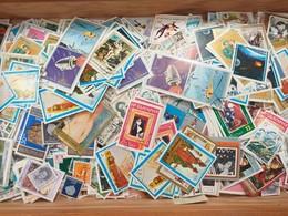 LOT N° E 82  PAYS DIVERS Un Vrac De Plus De 2000 Timbres - Stamps