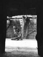 Photo Soudan. Cour Intérieure D'une Famille Revenue Récemment De L'exil. Photo Vivant Univers. - Afrika