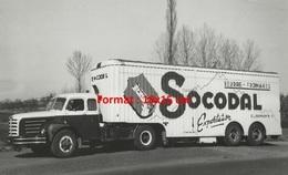 Reproduction D'une Photographie Ancienne D'un Camion Et Remorque Avec La Publicité Socodal Beurre Et Fromages - Reproductions