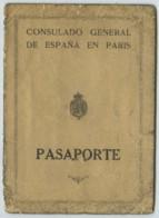 Passeport Délivré En 1930 Au Consulat D'Espagne à Paris . Etudiant Don Enrique Julia Mercadel . Timbres Fiscaux . - Vieux Papiers