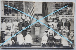 Photo RUISBROEK Région Uccle Ukkel 1916 Thanks To USA Classe école Filles School Thanks To America 1914-18 - Lieux