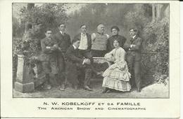 * N. W. KOBELKOFF ( Homme Tronc Sans Bras Ni Jambes ) Et Sa Famille , The Américan Show And Cinématographe - Célébrités