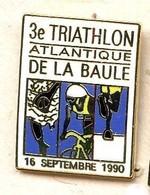 A31 Pin's TRIATHLON LA BAULE 90 LOIRE Velo Natation Course Qualité Egf Achat Immédiat - Biathlon