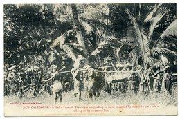 LOT De 2 CPA. NOUVELLE-CALEDONIE (funérailles D'un Chef) + NOUVELLES-HEBRIDES (Vanuatu):  Groupe De Travailleurs. - Nouvelle-Calédonie