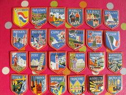 Lot De 24 Images Plastique Blasons Voyage En Europe. Cafés Maurice (1960-1970). Blason écusson Café. Lot 15 - Documentos Antiguos