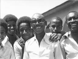 Photo Soudan Jeunes Hommes Se Moquent Des Modes De Vie Des Européens Photo Vivant Univers. - Afrika