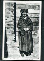 CPA - ILE DE SEIN - Vieille Femme De L'Ile - Ile De Sein