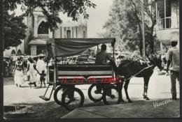 SOUDAN - BAMAKO - Un Taxi Sur La Place Du Marché - Sudan