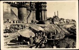 Photo Cp Varanasi Benares Indien, Boote Am Ufer, Inder - Indien
