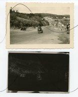 PHOTO Et Négatif Souple. Ancienne MOTO . Une Course De Moto, Motard Dans Un Virage . Numéro Moto 59 - Coches