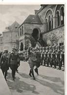 Orig Photo All WW2 : AH , Chancelier Du Reich . 1934 . Soldats En Casque . - 1939-45